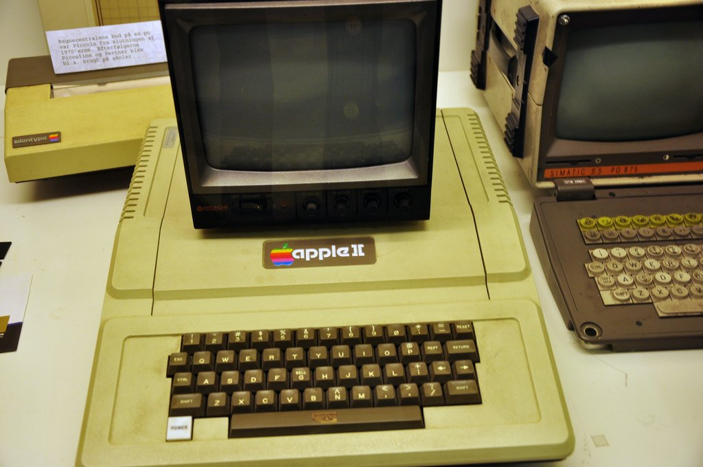 1977-also-saw-the-introduction-of-the-apple-ii-the-personal-computer-designed-by-wozniak-that-would-go-on-to-take-the-world-by-storm.jpg